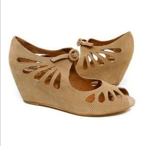 Jeffrey Campbell Edna Wedge Size 8